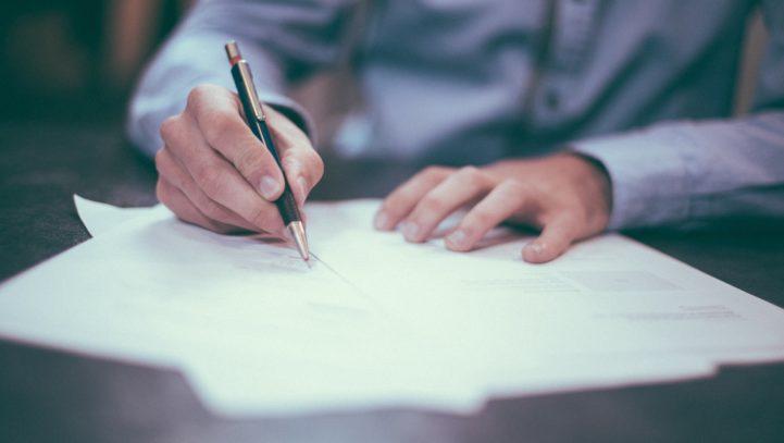 Il contratto di lavoro: quali informazioni deve contenere e come capire cosa ci viene proposto?